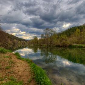 Из реката ...