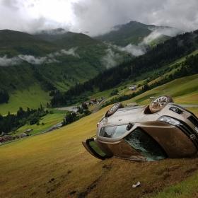 Кола в планината