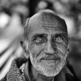 Стареца със светлите очи