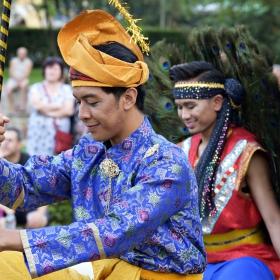 Гости от Сингапур на Международния фолклорен фестивал в Банкя