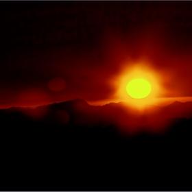 В пустинята, на планината Синай 2642 м, Моисей получава Десетте Божи заповеди... Параклиса Св.Троица, разположен на върха на планината се пази камъка, който Господ превърнал в Скрижал.