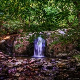 Горска прохлада от водопада