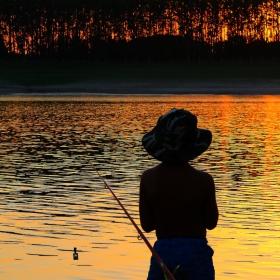Залезът и рибарчето