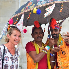 МФФ - Бургас - селфи с индийски танцьори