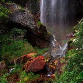В подножието на водопада!