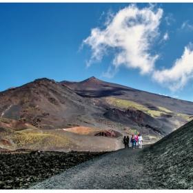 Разходка между кратерите на Етна