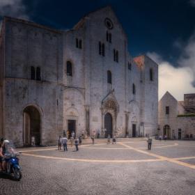 Basilica San Nicola - Bari - две кликвания, моля