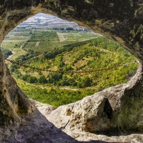 ХанКрумовият скален манастир