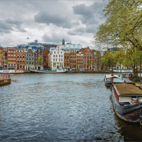 от Амстердам