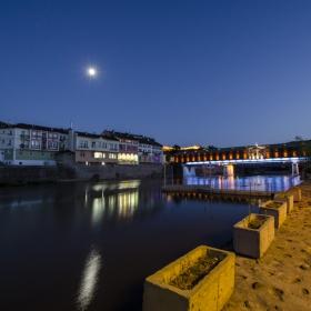 Река Осъм и лунно отражение
