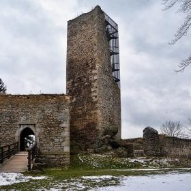 Кулата  на крепостта Орлик