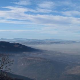 над мъглата