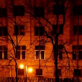 Самотната сграда