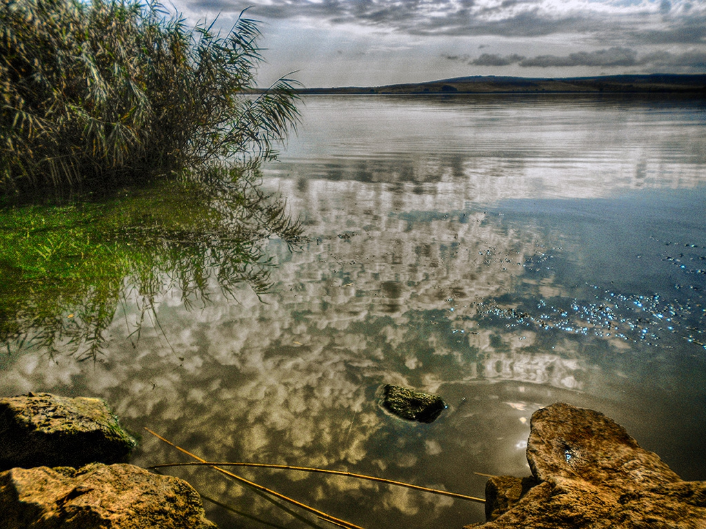 Цветното езеро