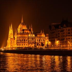 Унгарският парламент в Будапеща