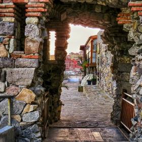 Поглед през кулата на южната крепостна стена в Созопол