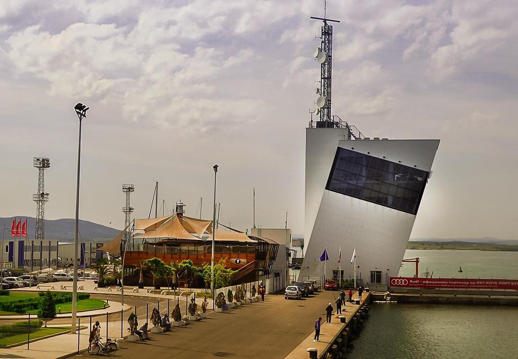 Край морската гара в Бургас