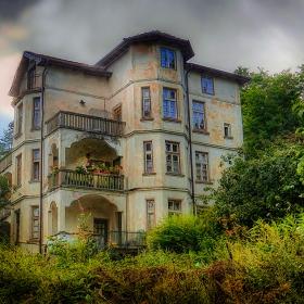 Красива стара къща