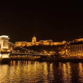 Нощна Будапеща