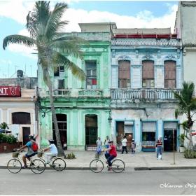 Времето захладна и велосипедистите плъзнаха из Хавана.