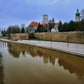 Епископският замък в Гьор