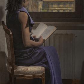 Мoмиче с книга *Elena*