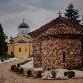 Двете църкви
