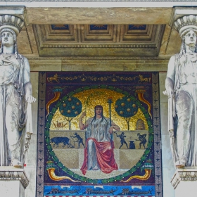 Монумент Ангелът на мира - детайл