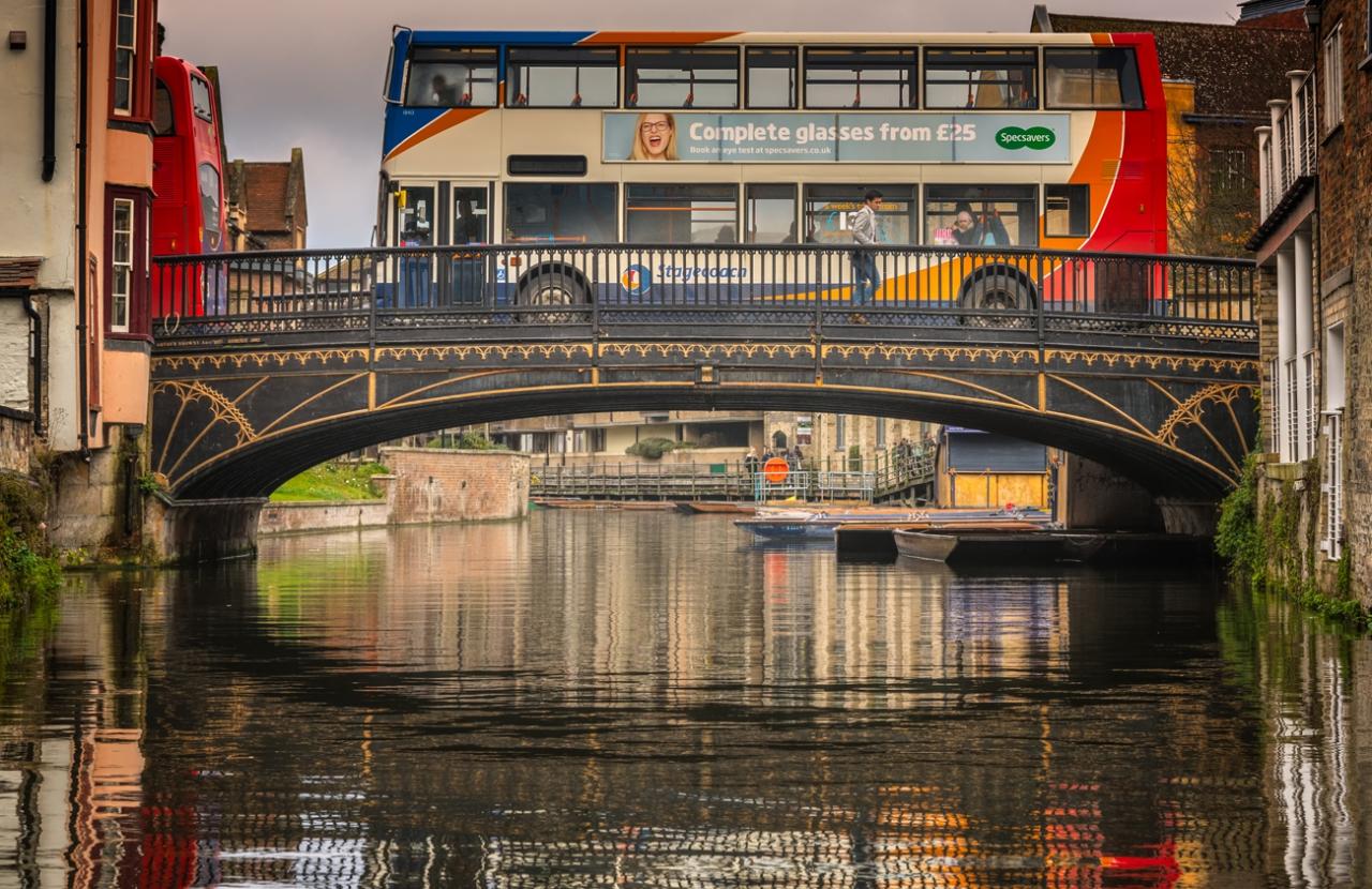 Голям рейс на малък мост