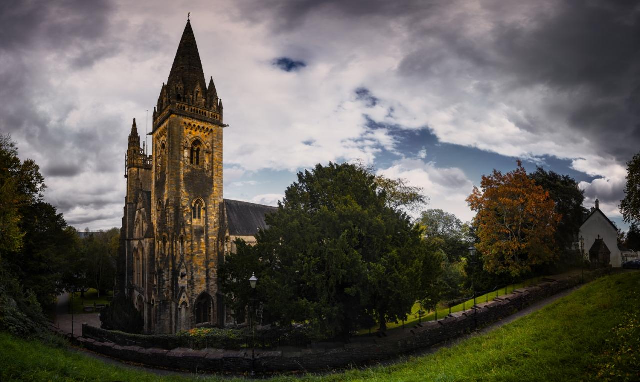 Llandaff Cathedral - за повече детайл - две кликвания