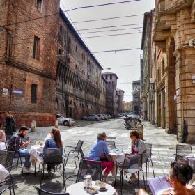 На кафе в Болоня