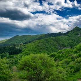 Пролетни хълмове
