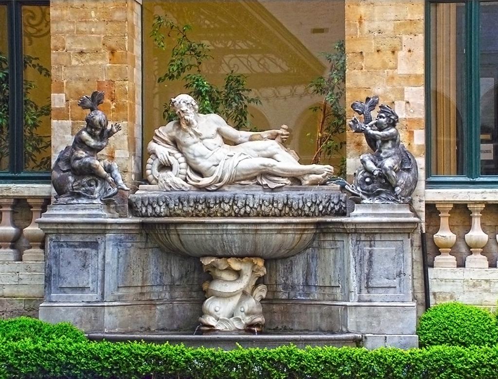 Скулптура символизираща реката Meuse - Кметство на Брюксел