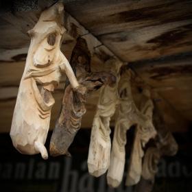 Дървени маски на Дракула
