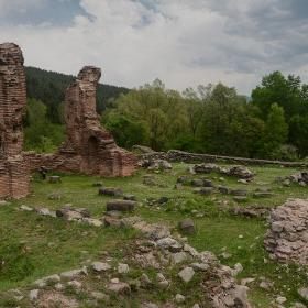 Руините край Еленска река