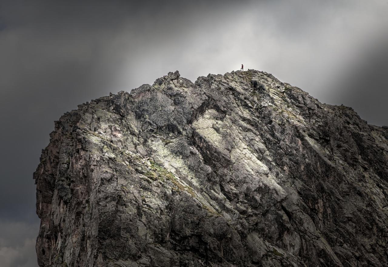 Човекът и Планината ! ....... там при Злият Зъб !
