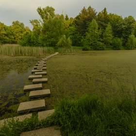 Пътечка в езерото