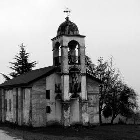 Изоставената черква