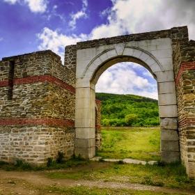 Крепостта Состра