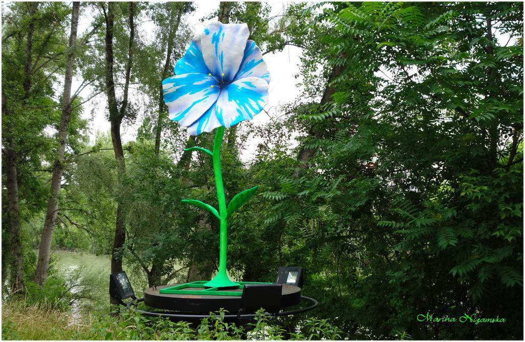 Силата на цветята, скулптура на Jaques Tilly