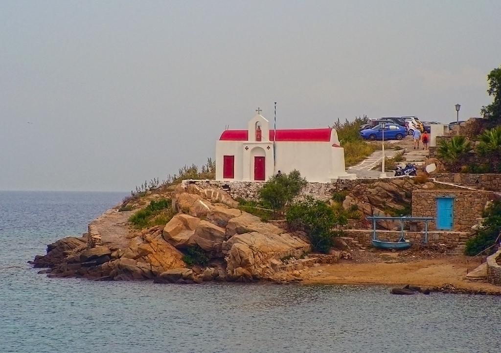 Миконос . Църква