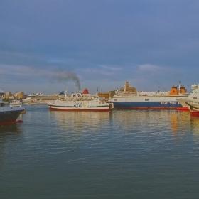 Пристанище Пирея