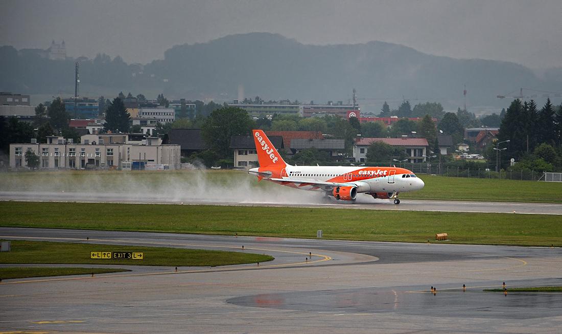 Дъждовно кацане - Airbus A319-111