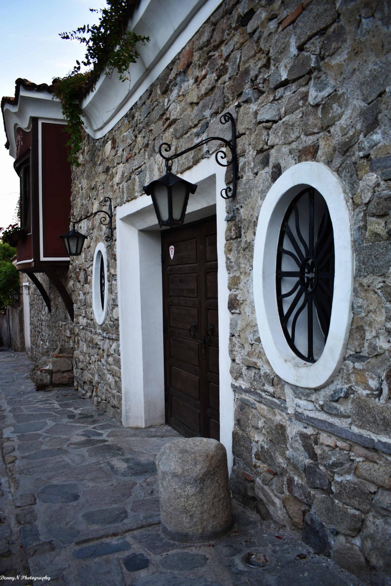 Порта, допринасяща спокойствие и носталгия към старинния Пловдив