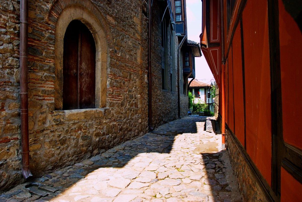 По калдъръмените улички на стария град