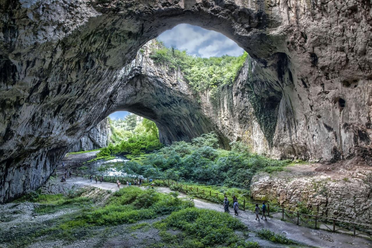 Деветашката пещера !