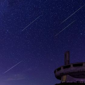 Падащи звезди над Чинията