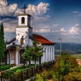Историческа църква над Костенец