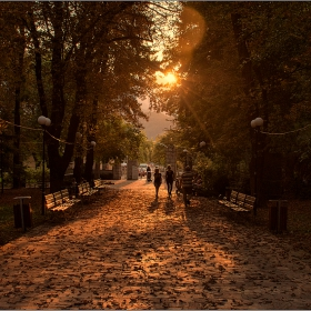 Разходка по залез слънце
