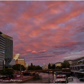 Небесно розово, поглед на Изток срещу залеза
